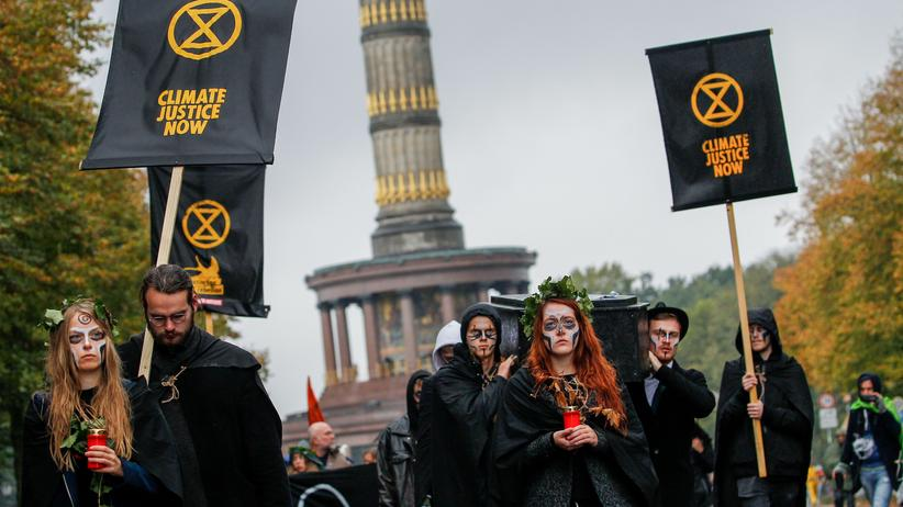 Extinction Rebellion: Extinction Rebellion-Protest an der Siegessäule am Dienstag in Berlin