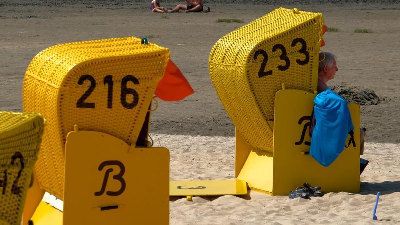 Sommerferien: Sommer im Strandkorb. Können sich die Bundesländer auf eine neue Absprache für die Ferien einigen?