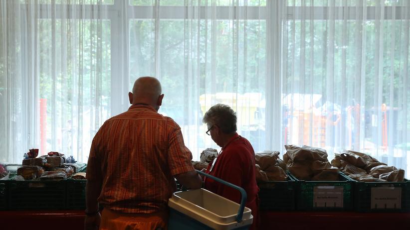 Deutsche-Bank-Studie: Eine Essensverteilung für Bedürftige in Berlin