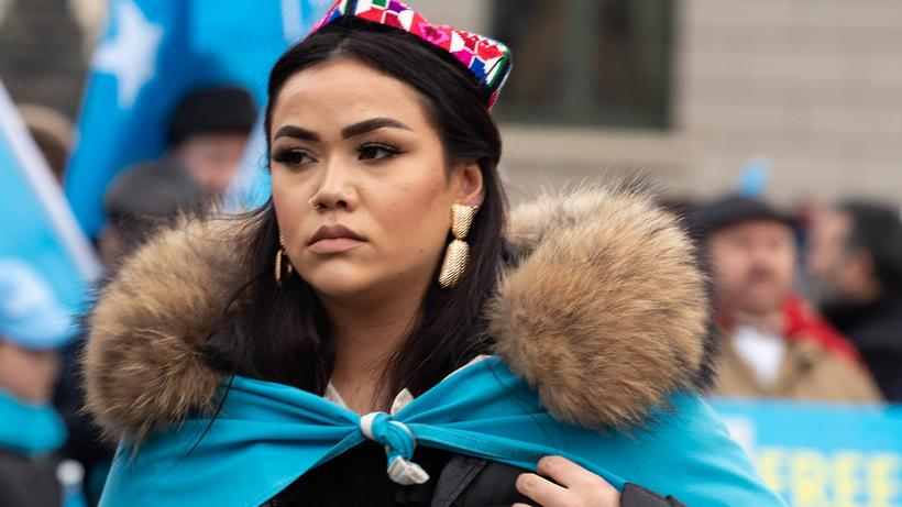 Uiguren: Uiguren protestieren in München gegen die Unterdrückung durch China.