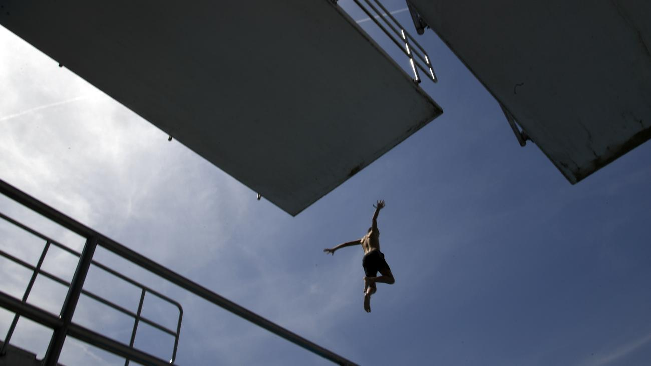 Unterschriftensammlung: DLRG beklagt Schließung von Schwimmbädern