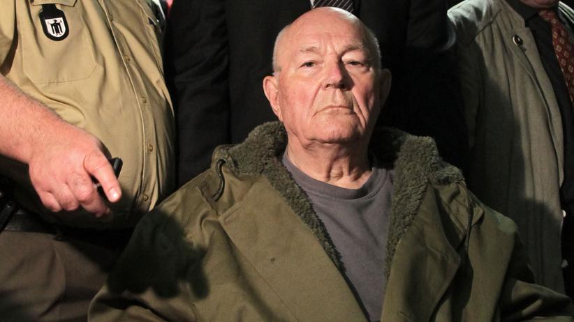 John Demjanjuk: Das Münchner Landgericht hatte den 2011 aus den USA ausgelieferten John Demjanjuk wegen Beihilfe zum Mord an 28.060 Juden zu fünf Jahren Haft verurteilt. Demjanjuk starb, bevor das Urteil rechtskräftig wurde.