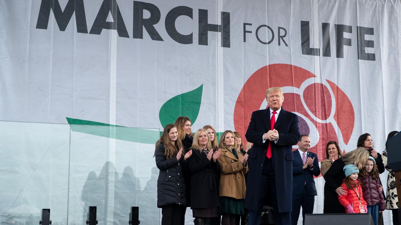 US-Vorwahlkampf: Donald Trump demonstriert mit Abtreibungsgegnern