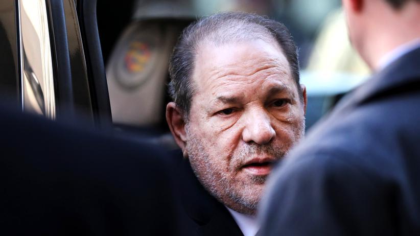 Harvey Weinstein: Abgeführt in Handschellen