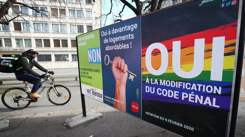 Volksabstimmung: Ein Plakat im schweizerischen Genf wirbt für ein Homophobie-Verbot.