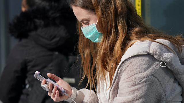 Corona-Krise: Menschen in Deutschland führen wieder längere Telefonate