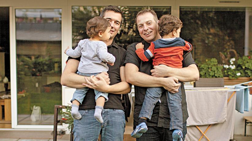 Homosexuelle in Österreich: Thorsten und Stephan mit ihren beiden Pflegekindern in Wien-Floridsdorf