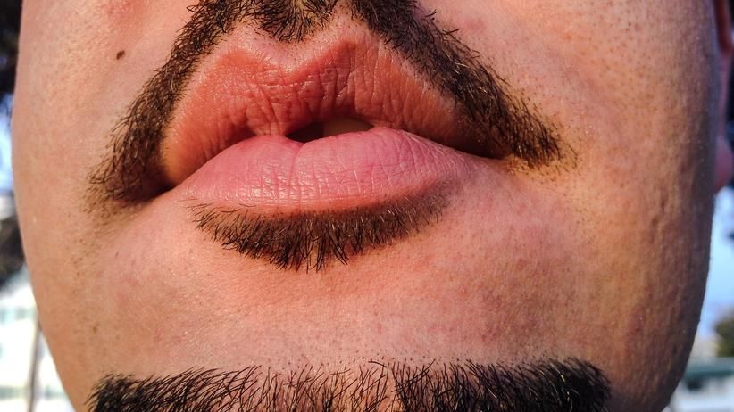 Gleichberechtigung: Mann mit Bart