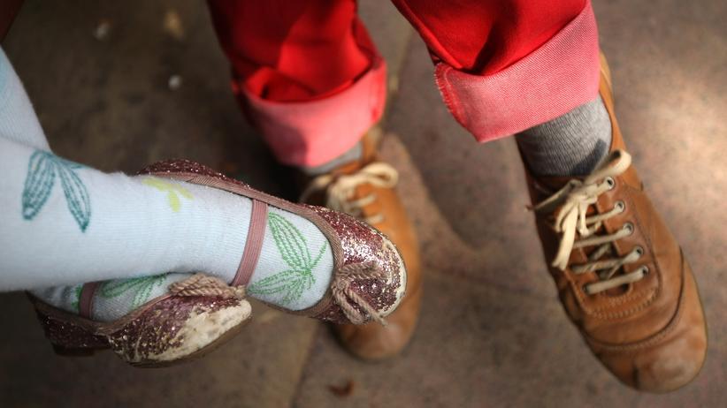 Kita-Qualität: Es gibt viele Kitas, in denen Kinder vorbildlich umsorgt und gefördert werden. Aber es gibt auch andere, wo Überforderung und Lieblosigkeiten den Alltag prägen, manchmal sogar Vernachlässigung und Gewalt.