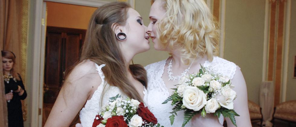 Ehe für alle: Und wie reagieren die Kirchen?