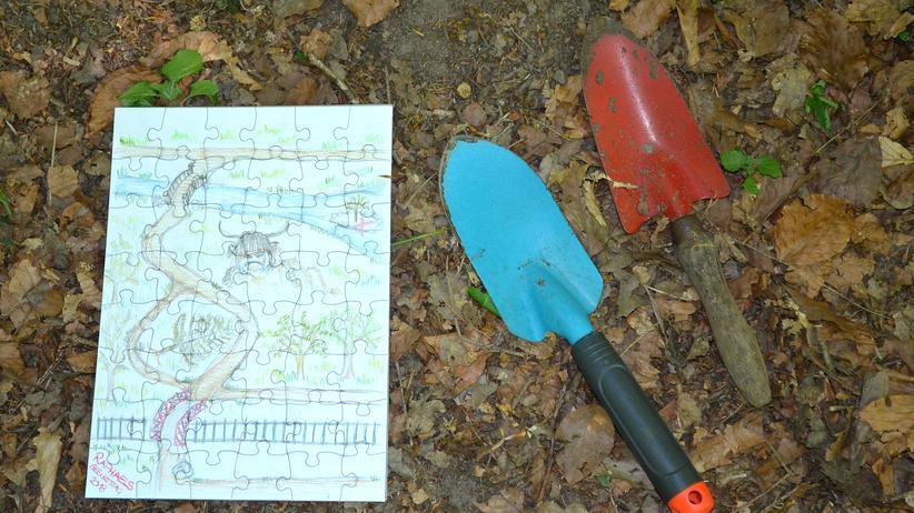 Leben mit Hartz IV: Kann man von Hartz IV leben? Was bedeutet arm? Wir haben eine Antwort darauf bei einem Sechsjährigen gesucht, und ihn gebeten für uns sein Leben zu fotografieren.