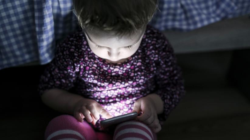 Smartphonenutzung: Faszination Smartphone: Schon Dreijährige können die Geräte selbstständig bedienen.