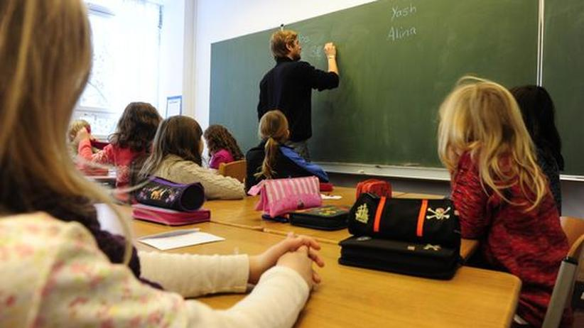 Ein Lehrer an der Tafel