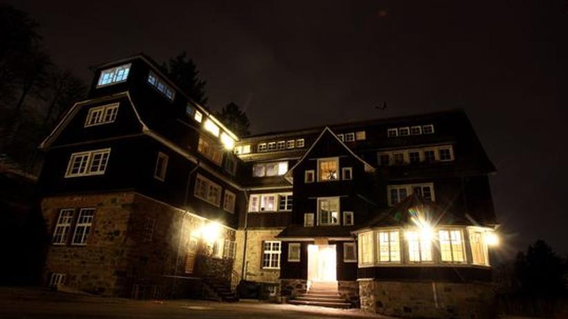 Die hessische Odenwaldschule bei Nacht