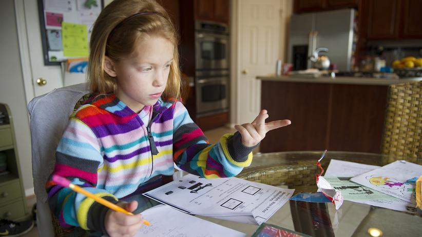 Schulfrage: Soll ich meinem Kind bei den Hausaufgaben helfen?