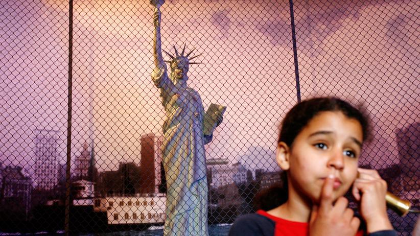 Migration: Schulbücher stellen Zuwanderung zu negativ dar