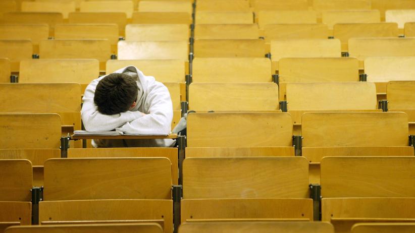Abitur: Studierende, die acht statt neun Jahre auf dem Gymnasium waren, wechseln häufiger ihr Studienfach und brechen häufiger das Studium ab.