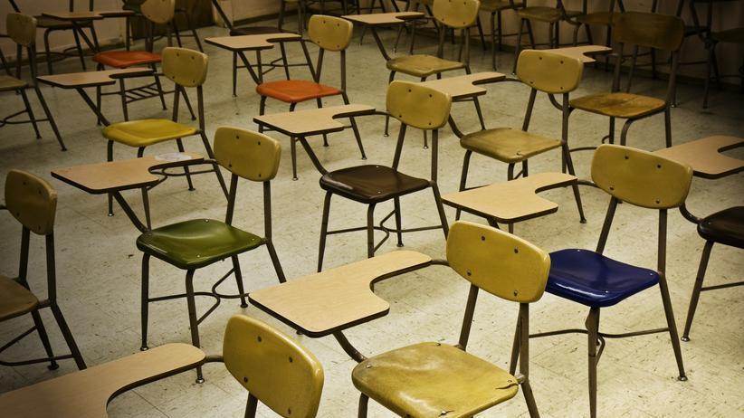 Leserumfrage: Wie oft fällt der Schulunterricht aus?