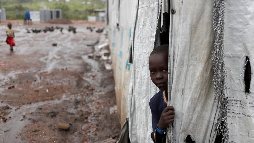 Bildung: Ein Mädchen aus dem Südsudan in einem Flüchtlingslager in Uganda