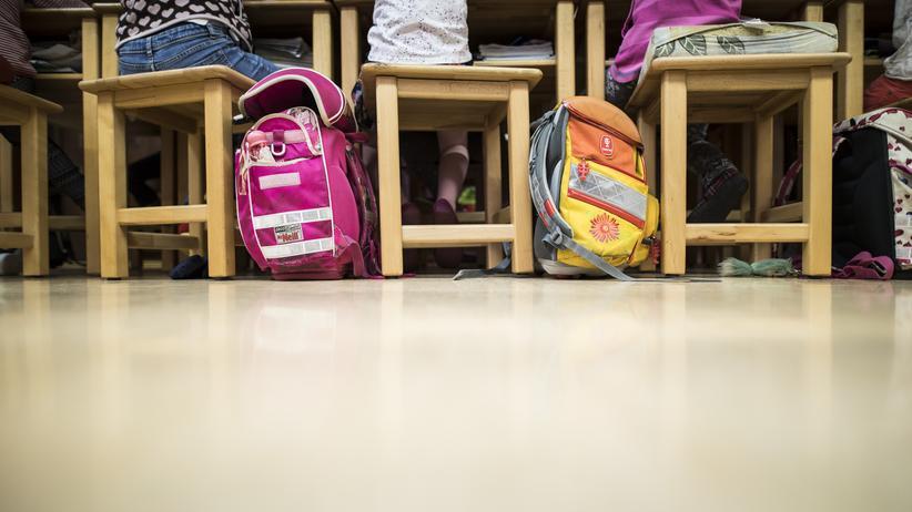 Unterrichtsausfall: Schüler sagen: Vertretungslehrer machen selten Unterricht.