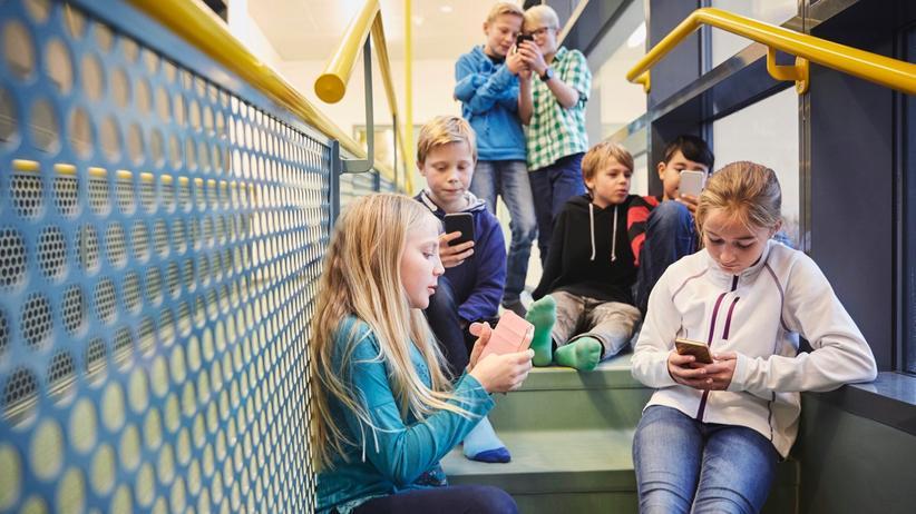 Smartphones: Soll man Handys in der Schule verbieten?