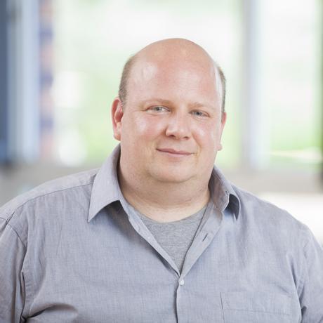 Thomas Moldenhauer, 46, ist Schulleiter der Evangelischen Schule in Berlin-Buch (Grundschule). Er ist Fortbildender im Bereich Evangelisches Profil und Schulentwicklung. Beim Institut für Kultur und Religion / InKuR – Berlin absolvierte er die Ausbildung zum Coach für Veränderungsprozesse.