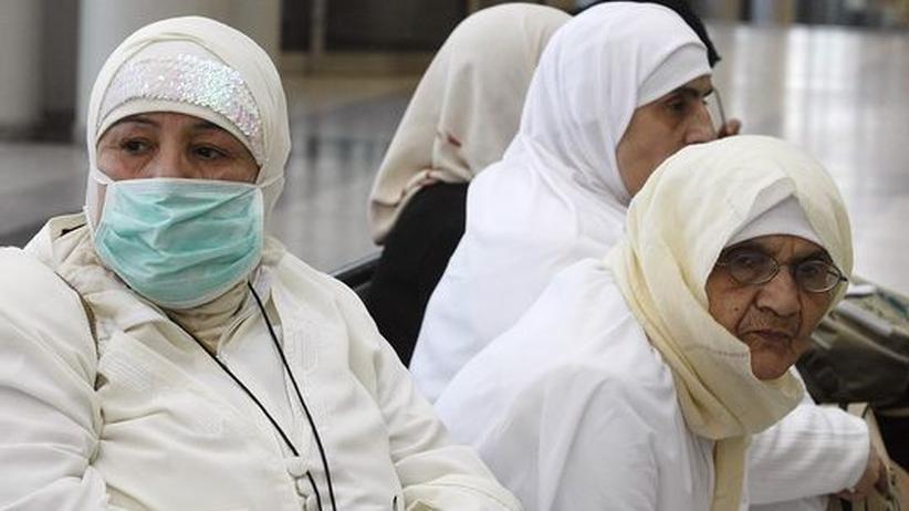 Muslimische Pilgerreise: Nur wenige Pilger tragen Atemmasken auf ihrer Reise nach Mekka