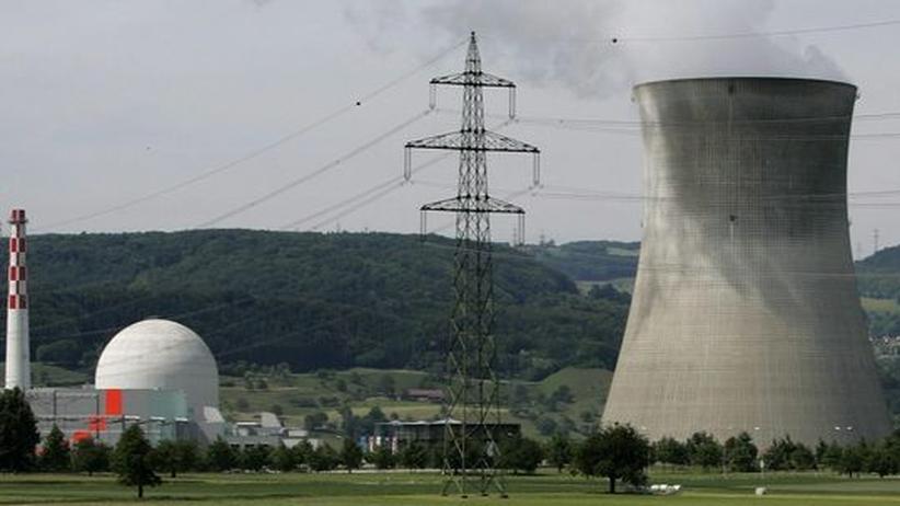 Baden-Württemberg: Das Schweizer Atomkraftwerk Leibstadt - Proteste gegen die Meiler und ihre strahlende Hinterlassenschaft gibt es im Grenzgebiet am am Hochrhein kaum