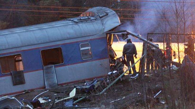 Attentat auf Newski-Express: Bombe brachte Zug zum Entgleisen