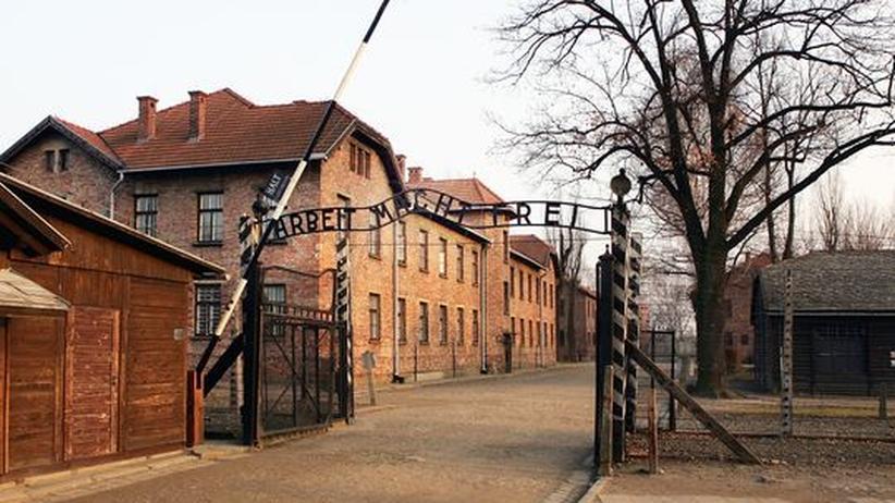 """Kriminalität: """"Arbeit macht frei""""-Schriftzug aus Auschwitz gestohlen"""