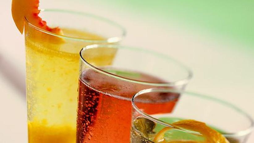 Silvester-Getränke: Bellini, Kir Royal oder Kalte Ente? An Silvester lohnt es sich, den Cocktailshaker wieder zu entstauben