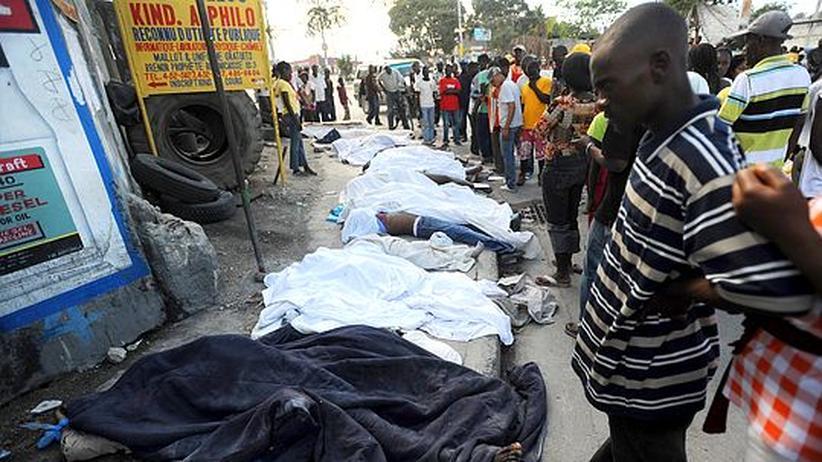 Nach Erdbeben in Haiti: Erste Hilfsteams treffen in Haiti ein