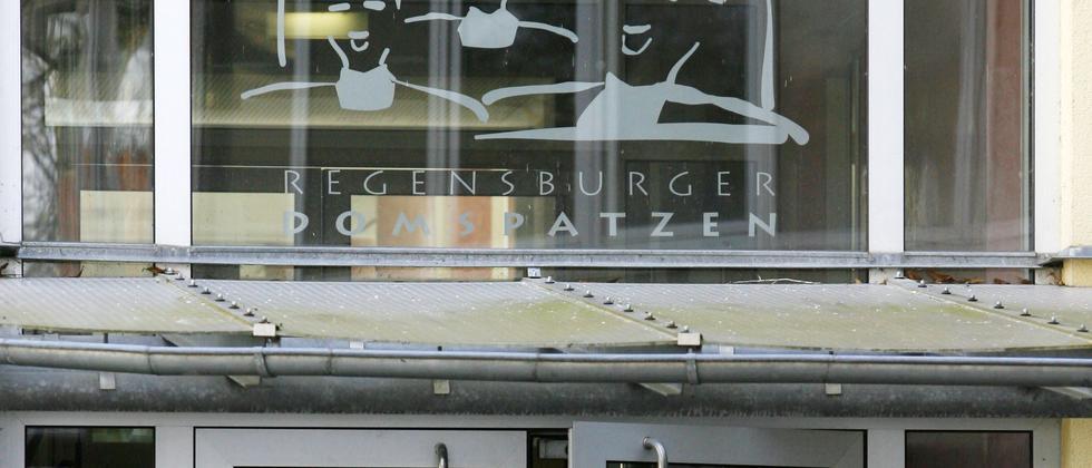 Die Türen der Regensburger Domspatzen haben sich erst vor ein paar Tagen geöffnet und nur im Ausnahmefall durften die Führungskräfte Stellung nehmen.
