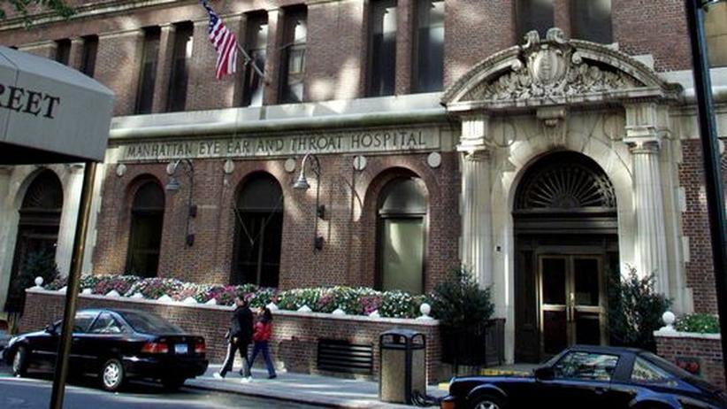 Glauben: Vor dem Eingang eines Krankenhauses kam die Erkenntnis, das man ohne Gott niemandem die Schuld geben kann