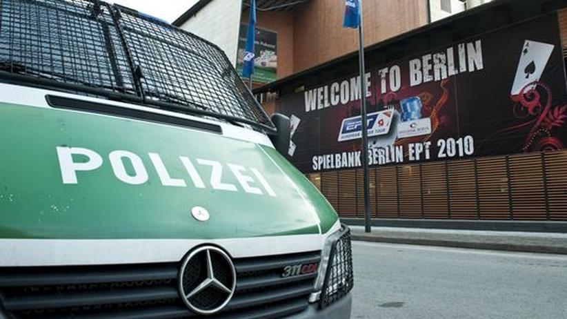 Berlin: Täter stürmen Pokerturnier und entkommen mit Teil des Jackpots