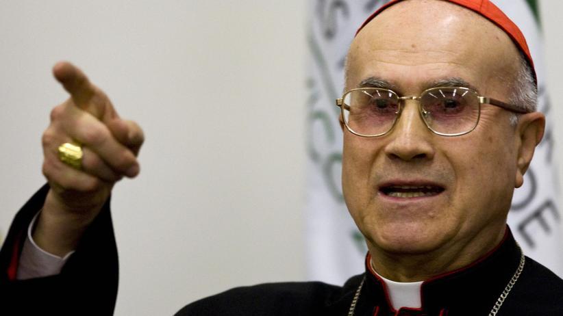 """Kardinalsekretär Tarcisio Bertone: """"Die alte Garde ist mit der Situation überfordert"""""""