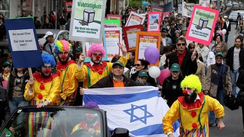 Jüdische Parade: Rund 1500 Menschen feiern in Berlin das jüdische Lag BaOmer-Fest