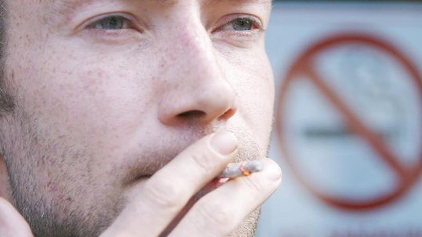 Nichtraucherschutz: Arme Raucher im Abseits