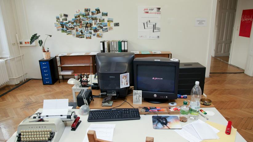 """Polit-Kunst in Österreich: Das """"Asylabwehramt"""" kann die Realität kaum überbieten"""