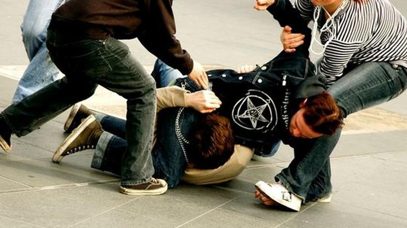 Das Phänomen, dass Jungendliche scheinbar grundlos einem Fremden Gewalt antun, scheint zuzunehmen