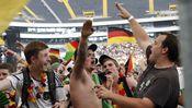 Neonazis beim Public Viewing in Frankfurt am Main