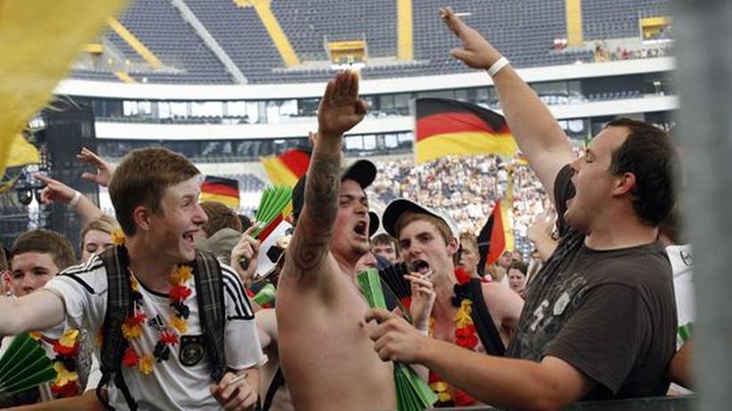 Fußball WM: Public Nazi Viewing