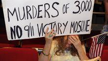 Die Demonstrantin ist gegen den Bau einer Moschee in der Nähe des Ground Zero