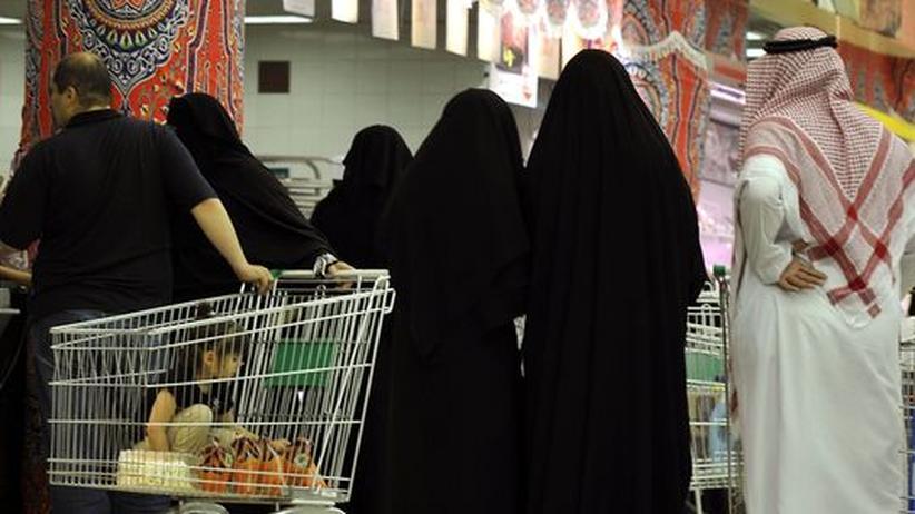 Saudi-Arabien: Frauen dürfen erstmals an Supermarktkassen arbeiten