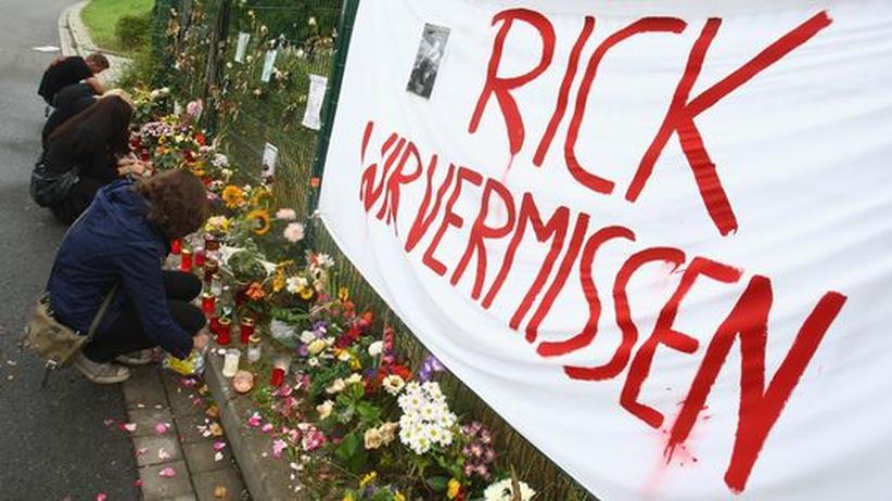 Eines von 137 Todesopfern - Freunde trauern um Rick Langenstein, der 2008 von einem Neonazi in Magdeburg erschlagen wurde