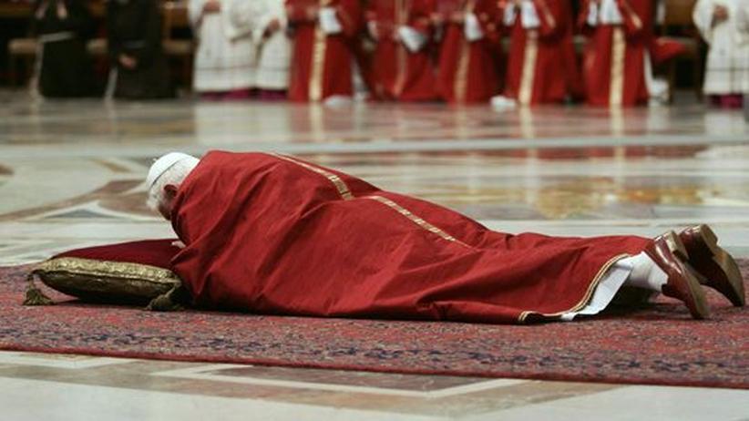 Benedikt der XVI. während der Osterfeiern in Rom im Jahr 2007
