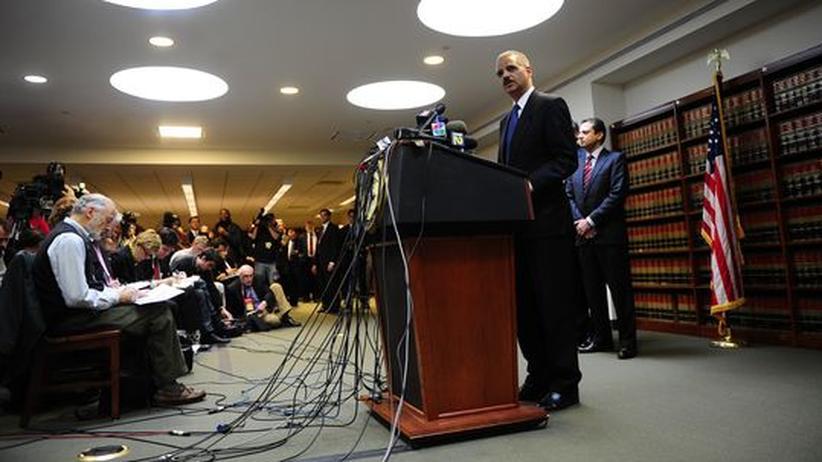 Kriminalität: Der amerikanische Justizminister Eric Holder auf der Pressekonferenz zu den Mafia-Festnahmen