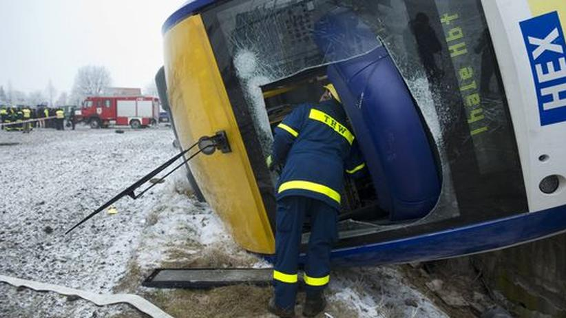 Sachsen-Anhalt: Tote und Verletzte bei schwerem Zugunglück