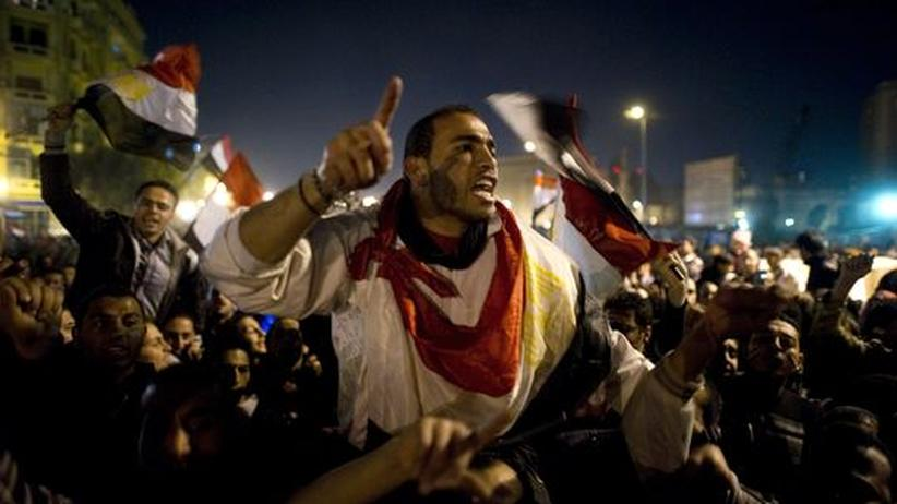 Ägypter feiern auf dem Tahrir-Platz in Kairo nach dem Rücktritt von Präsident Mubarak.