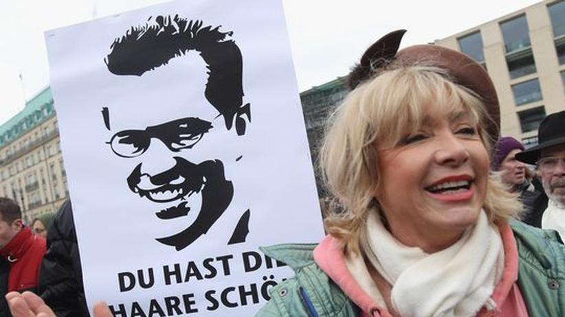 Nach dem Rücktritt: Beifall und Hohn bei Guttenberg-Demos